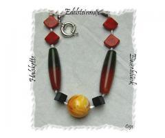Schmuck, Halskette mit einem upulenten Edelsteinmix.